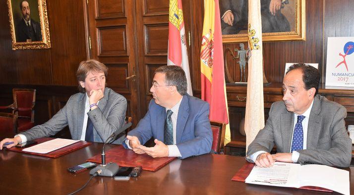 Carlos Martínez, (izda.), Ángel Marinero y Manuel López este martes. /Ayto.