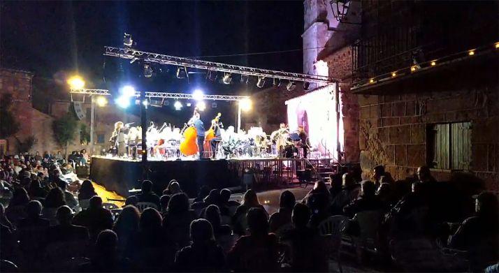 Imagen del concierto en la noche de este sábado.