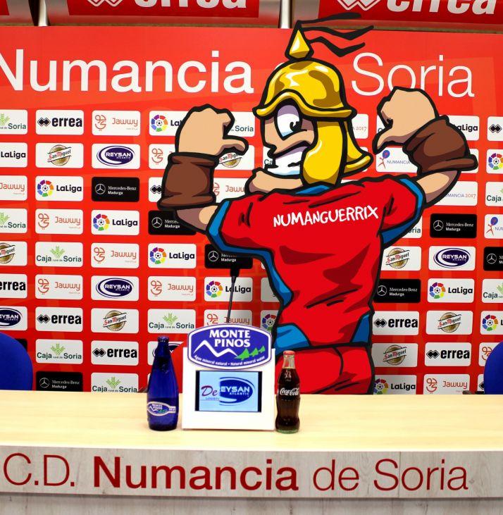 Foto 1 - Numanguerrix y el CD Numancia firman un convenio de colaboración