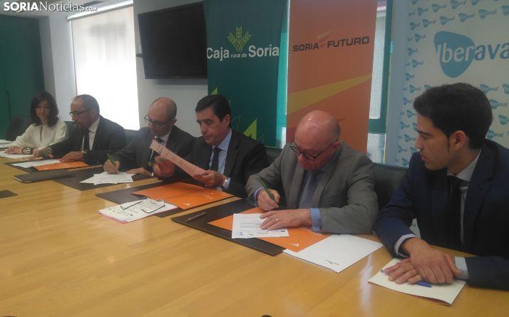 Firma del convenio entre Soria Futuro e Iberaval.