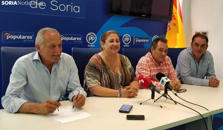 José Antonio de Miguel (izda.), Yolanda de Gregorio, Saturnino de Gregorio y Benito Serrano esta noche en rueda de prensa. /SN