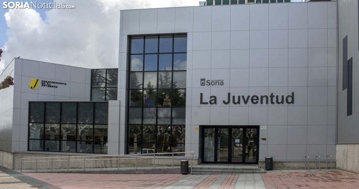 Entrada principal al polideportivo de La Juventud. /SN