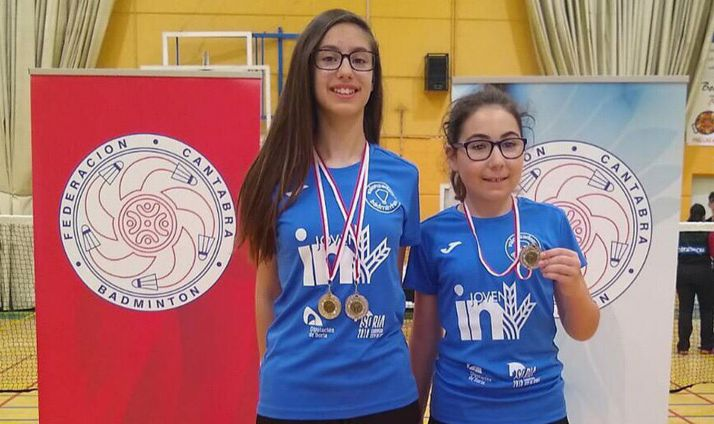Carmen Carro y Diana García con las medallas conseguidas en el TTR Cantabria