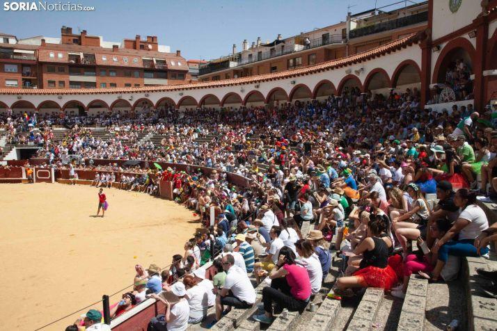 Monumental galería de imágenes: El Viernes de Toros sube la temperatura de Soria