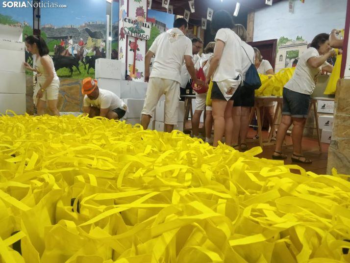 Foto 2 - Los vecinos recogen su tajada cocida en las 12 Cuadrillas