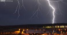 Una descarga eléctrica cerca de la capital este fin de semana. /SN