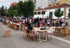 Una imagen del ambiente en la tarde de este viernes en La Barriada. /SN