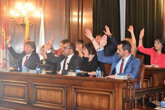 Los concejales socialistas en el primer pleno de la legislatura. Ayto