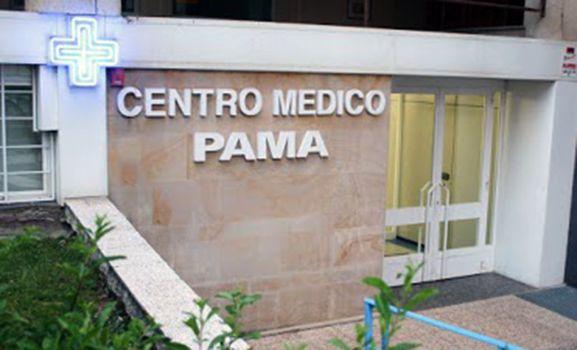 Entrada al Centro Médico Pama, impulsado por el finado.
