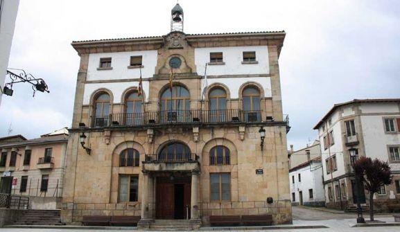 Imagen de la casa consistorial del municipio pinariego.