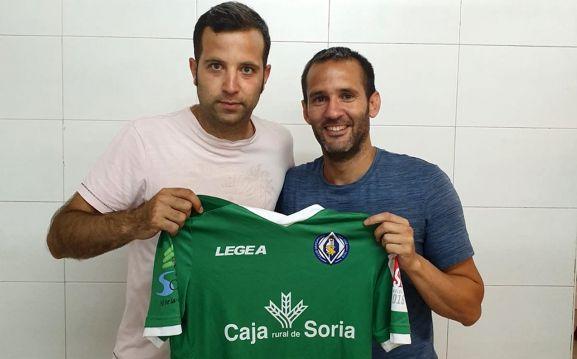 Carnicero, (izda.) con el director deportivo del club. /CDSJ