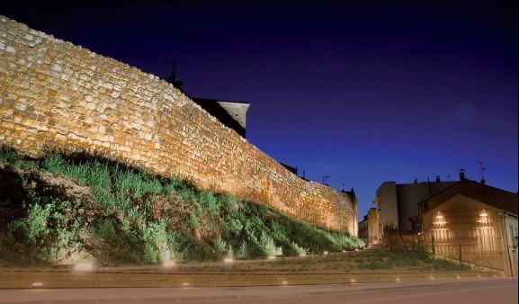 Uno de los tramos de la muralla adnamantina.