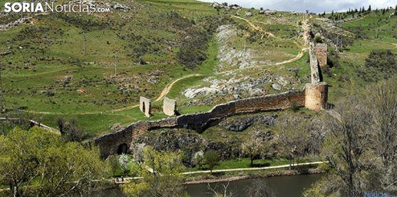 La muralla en uno de los tramos sobre el río. /SN