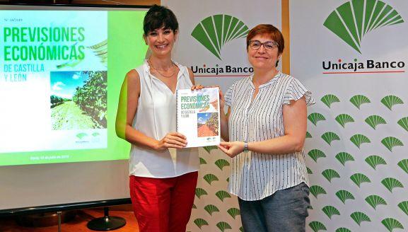 Macarena García (izda.) y Felisa Becerra este jueves en Soria.