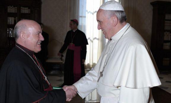 El arzobispo, con el Papa. /Ecclesia
