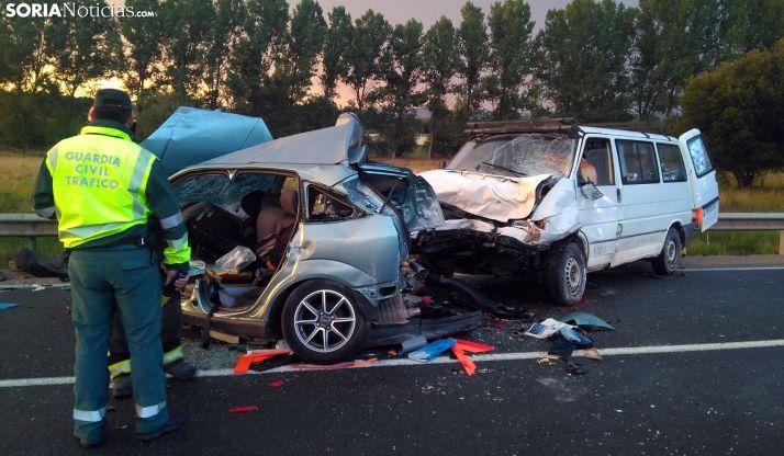 AMPLIACIÓN: Colisión entre furgoneta y turismo en Toledillo
