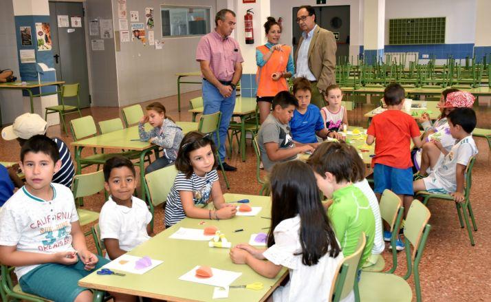Manuel López visita el programa 'Conciliamos en verano'.