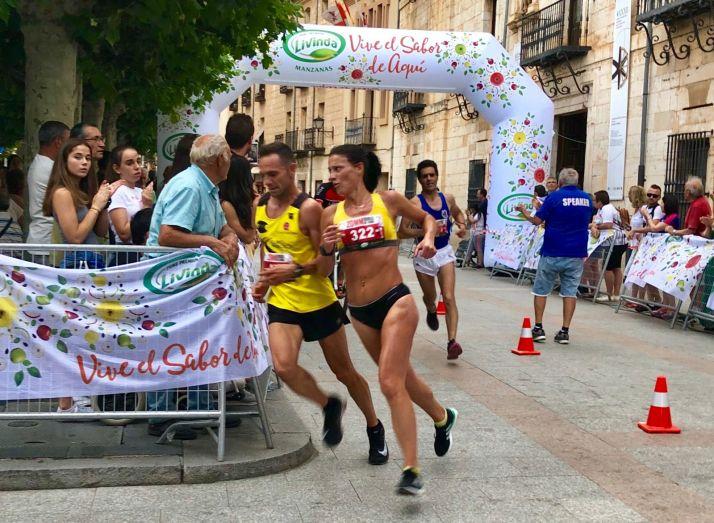 Foto 1 - Cristina Giurcanu y Said Aitaddi, se imponen en la XX Media Maratón de El Burgo de Osma