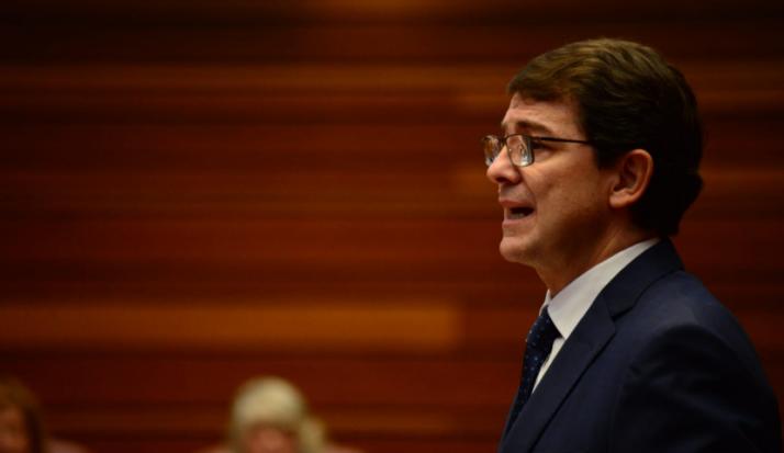 Alfonso Fernández Mañueco durante el discurso de investidura.