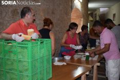 Caldereta popular en la plaza de toros de El Burgo. /SN