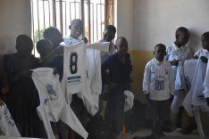 La SD Almazán envía unas 50 elásticas a Tanzania.