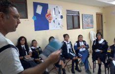 Fernández Olmedo en una escuela boliviana.