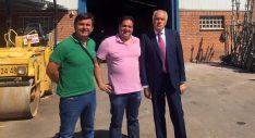 Castro (izda.) y Muñoz, con el empresario Javier Rivas.