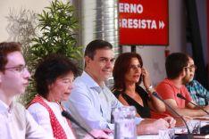 Pedro Sánchez, en una de sus reuniones con colectivos de la sociedad civil.