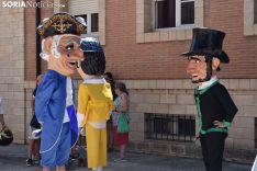 Gigantes y Cabezudos en el barrio de San Pedro.