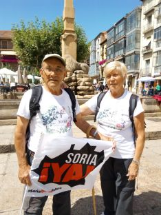Foto 2 - Juan Antonio y Caty realizan la marcha lenta a Aranda andando