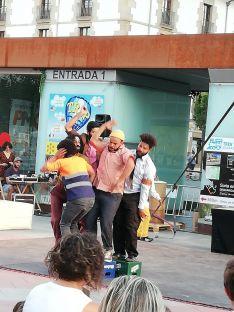 Foto 3 - El teatro de calle continúa animando las plazas de Soria