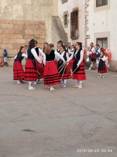 Foto 3 - El Grupo de Danzantes de Valdeavellano, en Villar del Ala