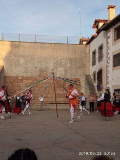 Foto 6 - El Grupo de Danzantes de Valdeavellano, en Villar del Ala