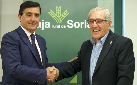 Carlos Martínez Izquierdo y Fernando Ligero tras la rúbrica del convenio. /CRS