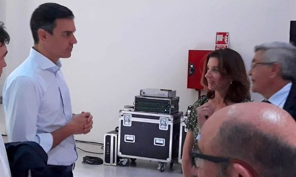 Fernández, frente al presidente del Gobierno anteayer. /FOES