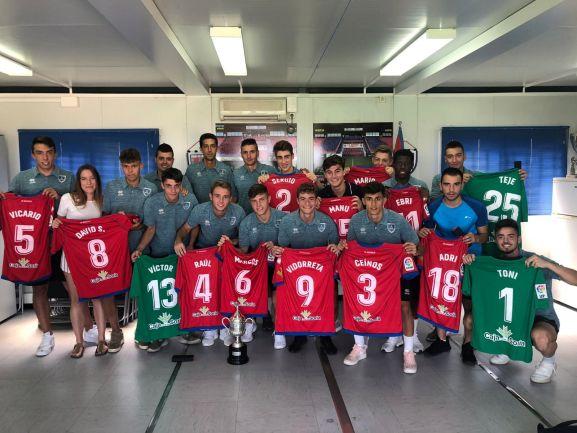El CD Numancia ha obsequiado a su Juvenil con un par de recuerdos esta mañana en la Ciudad del Fútbol. CD Numancia