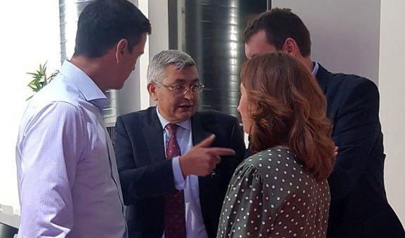 Representantes de la SSPA con Sánchez (izda.). /FOES