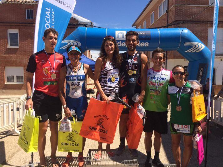 Foto 1 - Rodríguez y Cuchillo zanjan con victoria el Triatlón Olímpico de Lantadilla (Palencia)