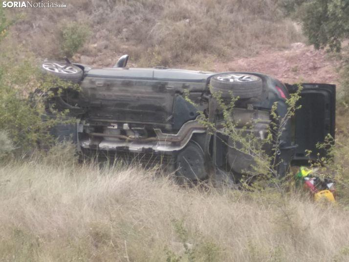 Los dispositivos sorianos rescatan a un varón herido después de que este volcase con su turismo en Villar del Campo