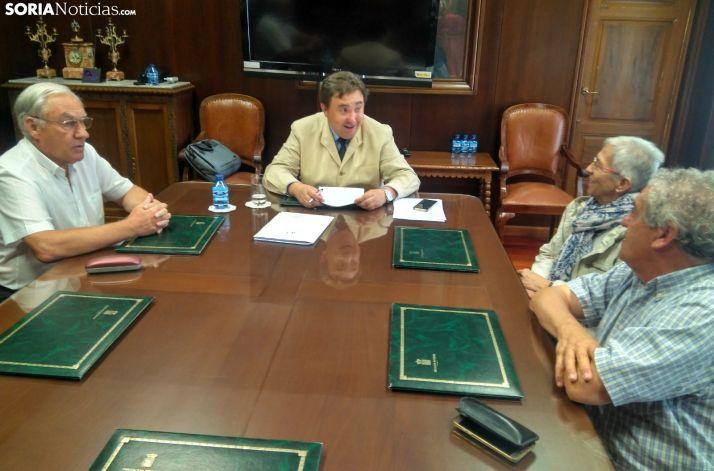 Reunión de la plataforma por la farmacia de Villar con el Procurador del Común.