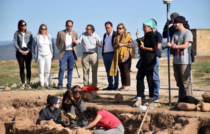 Una imagen de la visita institucional este martes al yacimiento. /Jta.