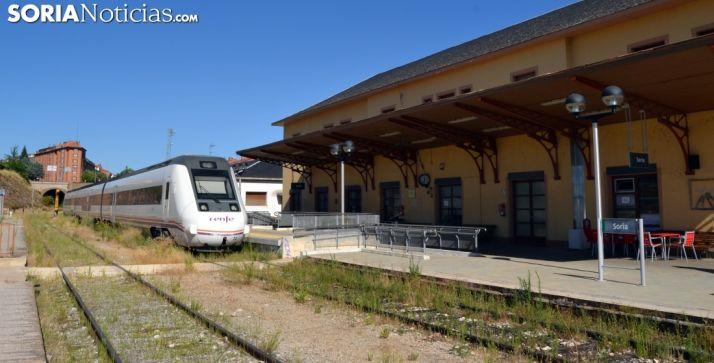 Foto 1 - El tren Soria-Madrid vuelve a quedarse en la vía y los viajeros son llevados a Madrid en autobús
