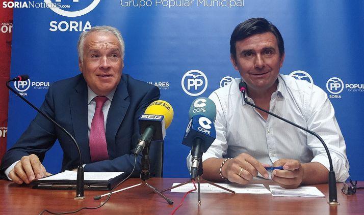 Muñoz (izda.) y Castro este martes en rueda informativa. /SN