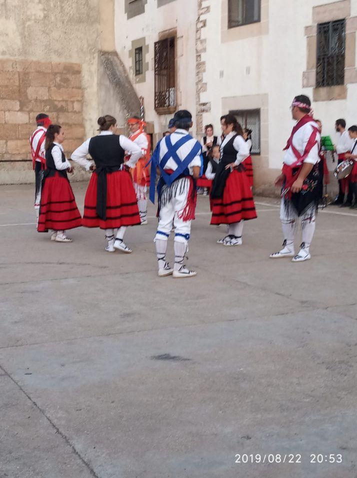 Foto 2 - El Grupo de Danzantes de Valdeavellano, en Villar del Ala