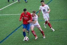 Alfonso protege el balón en Burgos. Henar García