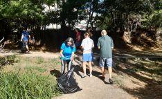 Voluntarios adnamantinos en una jornada de limpieza este verano.