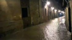 Una de las calles burgenses tras la tormenta. /Pilar García