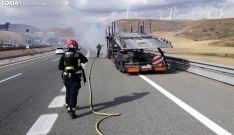 Los bomberos en las labores de extinción. /SN