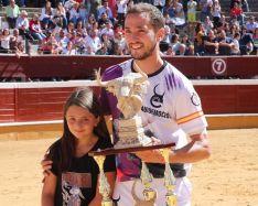 Foto 2 - J. P. Villanueva 'Aguilucho', campeón del Concurso Nacional de Recortes de Soria