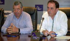 Gustavo Gonzalo (izda.) y Benito Serrano tras la rúbrica del convenio.